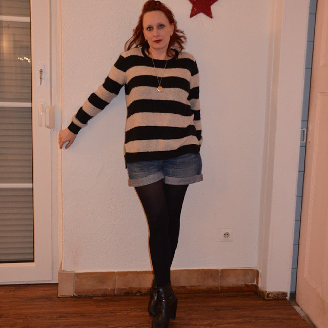 Cozy sweater up on the blog #sweater #ringel #cozy www.redseconals.com