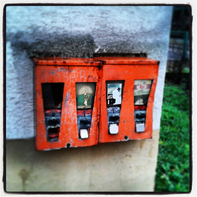 Retro-Kaugummiautomat anno 1984 oder so ähnlich #hm #lecker #chewing #gum #hatmaljemandzehnpfennig